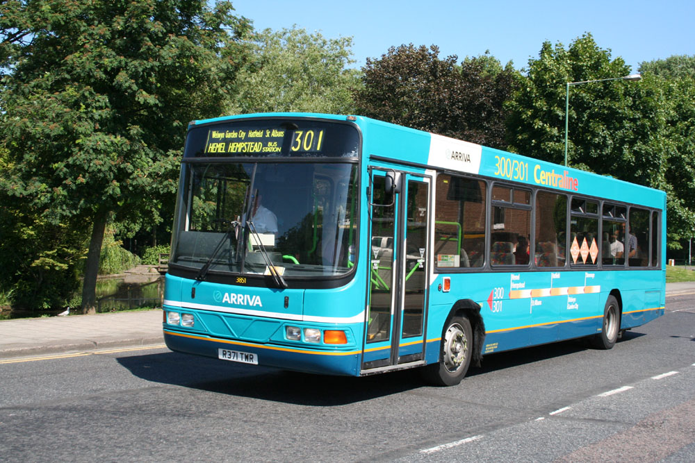 Arriva_The_Shires_R371TWR.JPG