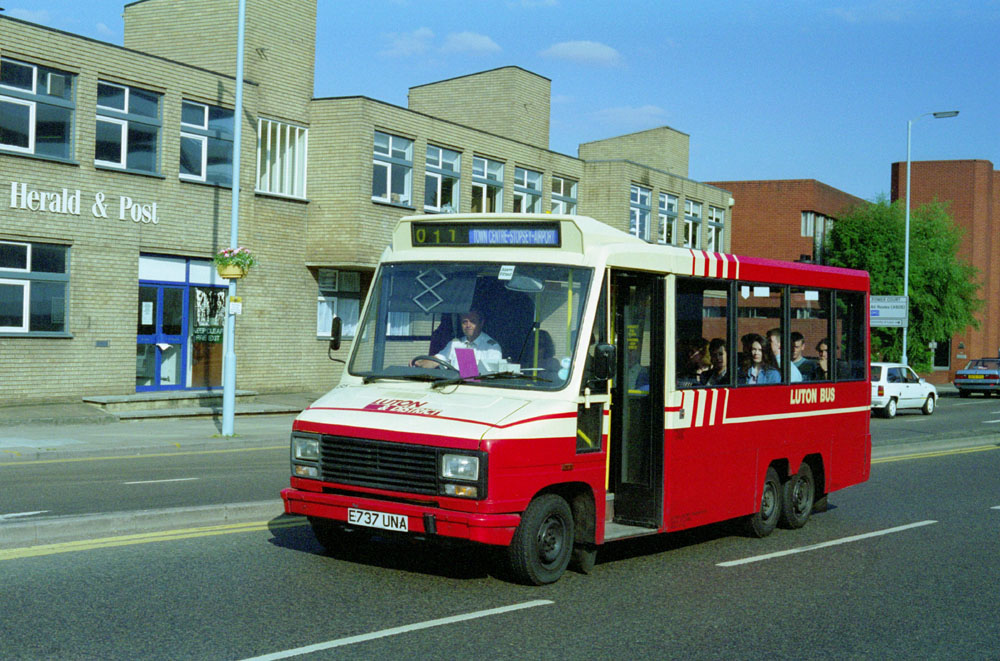 Luton_and_District_E737UNA.JPG