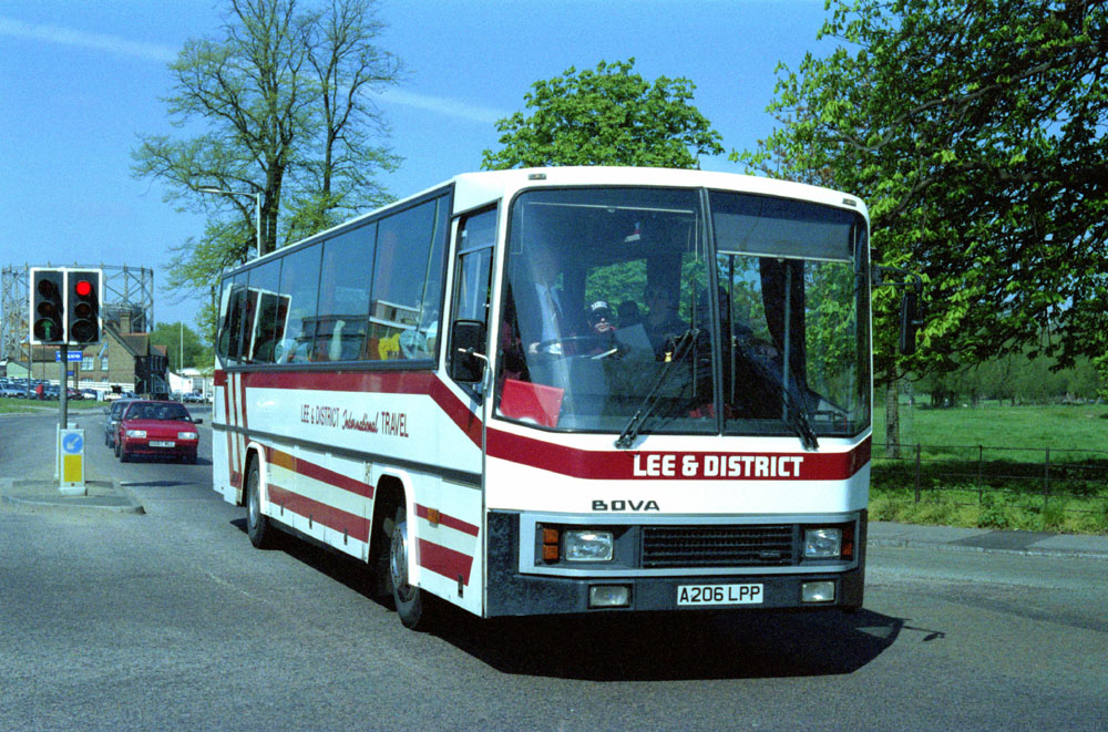 Luton_and_District_A206LPP.JPG