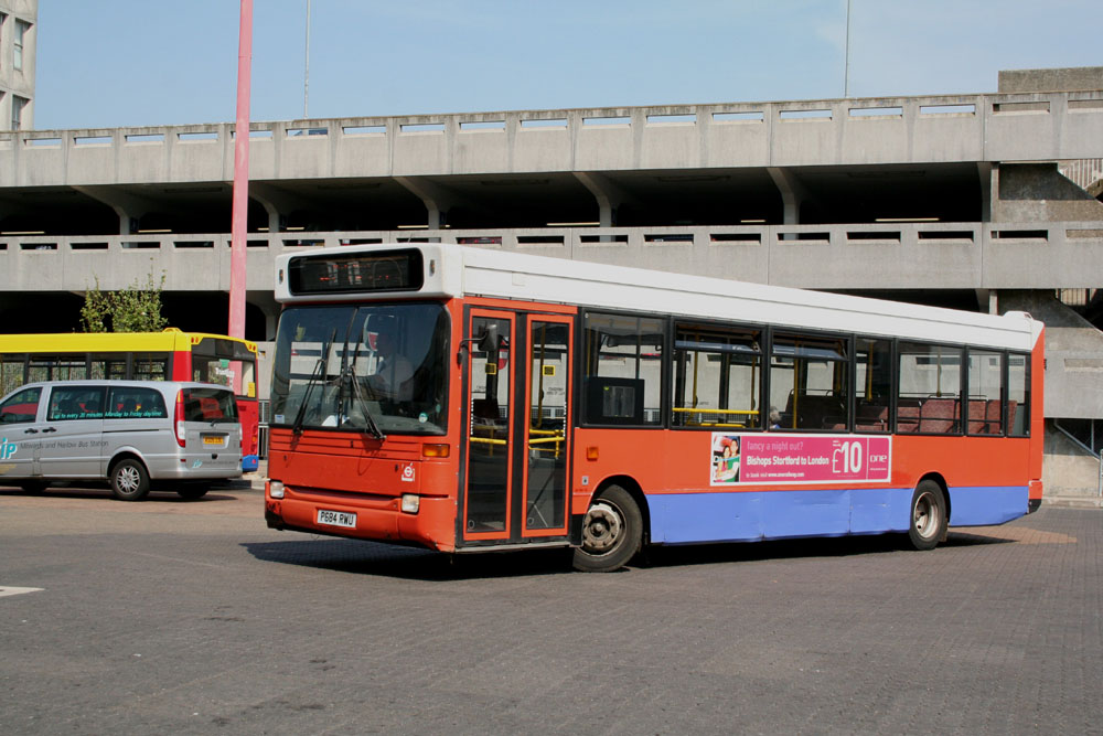 Stansted_Transit_P684RWU.JPG