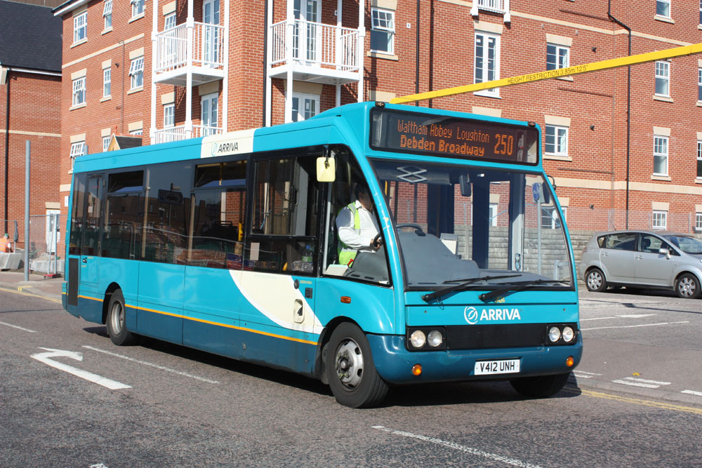 Arriva_East_Herts_and_Essex_V412UNH.JPG