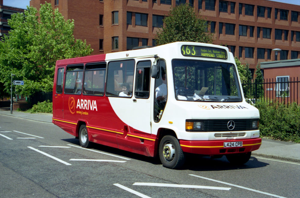 Arriva_East_Herts_and_Essex_L424CPB.JPG