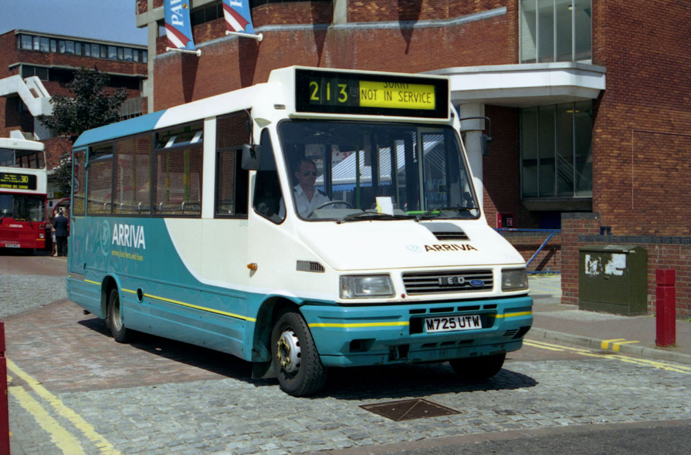 Arriva_East_Herts_and_Essex_M725UTW.JPG