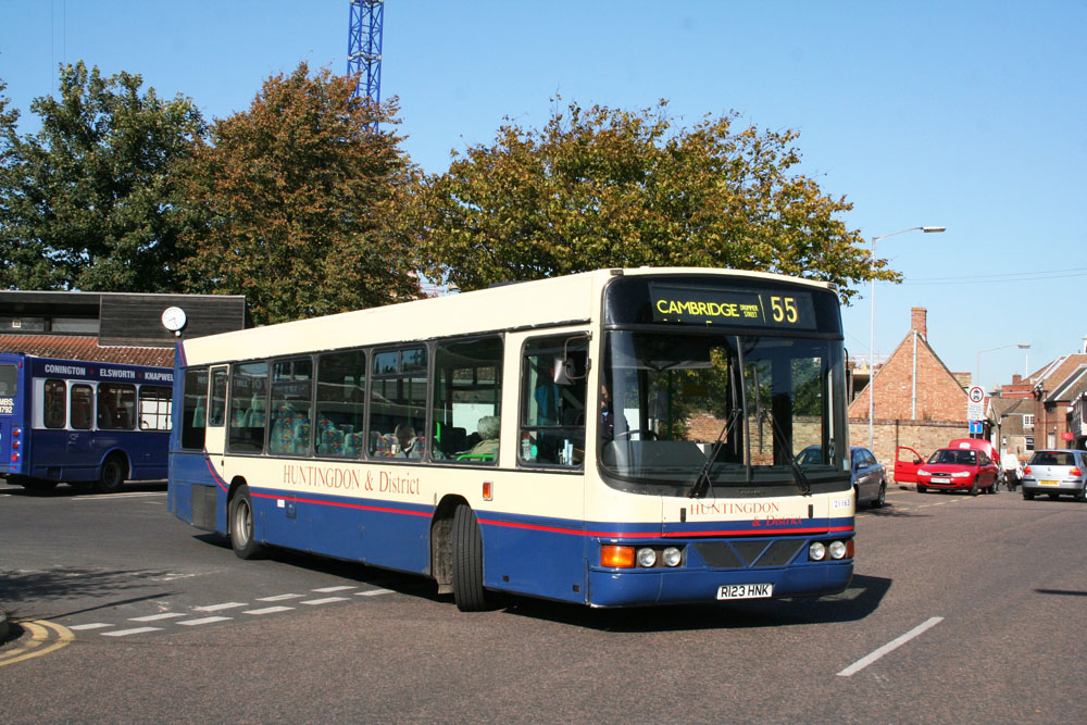 Stagecoach_in_the_Fens_R123HNK_1.JPG