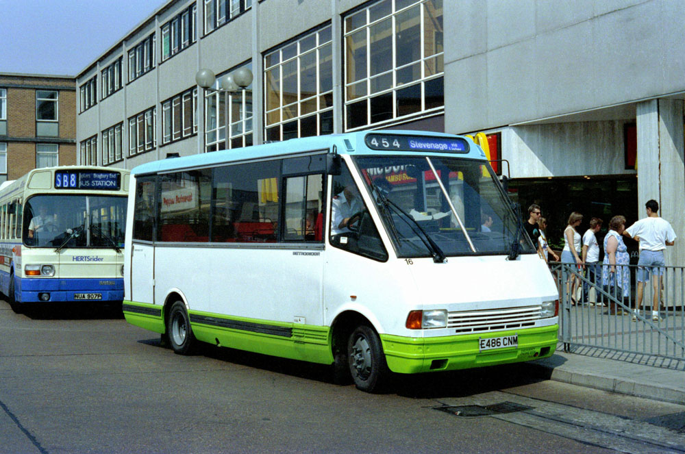 Luton_and_District_E486CNM.JPG